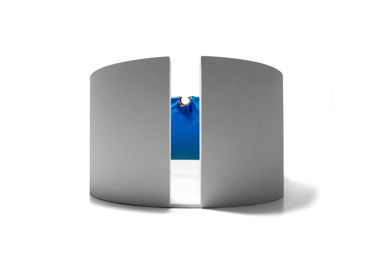 Varco 2014 - ø cm 46,4 h. cm 27 - vetroresina, polvere di marmo, sabbia, colori acrilici su compensato